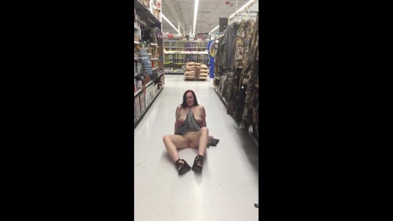 задрала юбку в магазине, подглядывание.