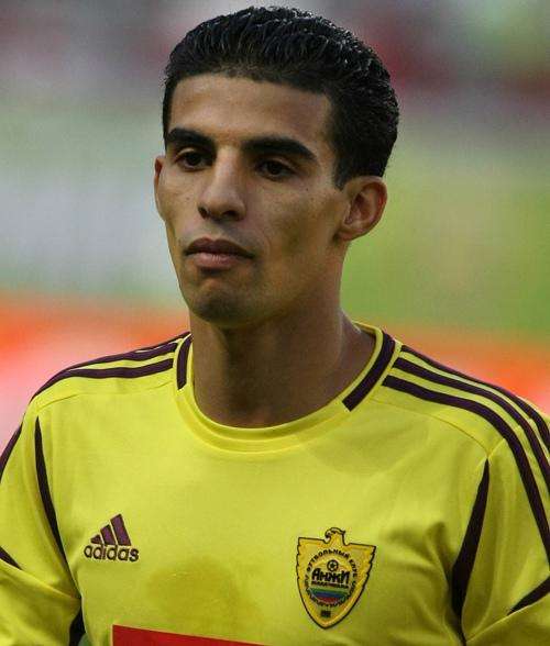 sport Мубарак Буссуфа. Муба́рак Буссуфа́ (15 августа 1984, Амстердам, Нидерланды) - марокканский футболист, полузащитник клуба «Аль-Джазира» и сборной Марокко. Биография. Мубарак Буссуфа родился