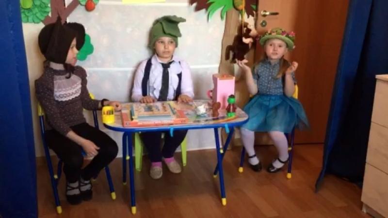 Сцена из спектакля Весёлые приключения Крокодила Гены и его друзей.
