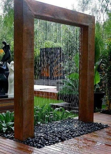 Необычный водопад в саду