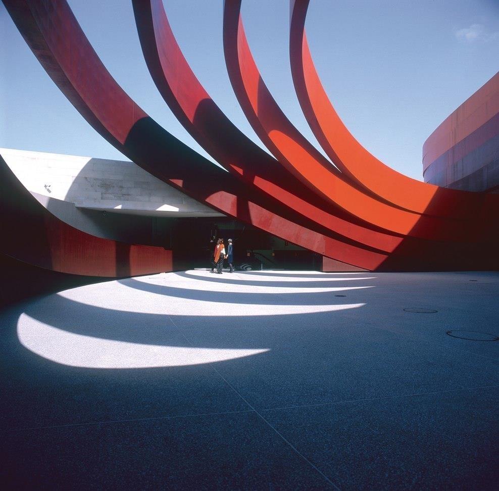 Ron Arad, спроектировал здание музея Design Museum Holon в Израиле