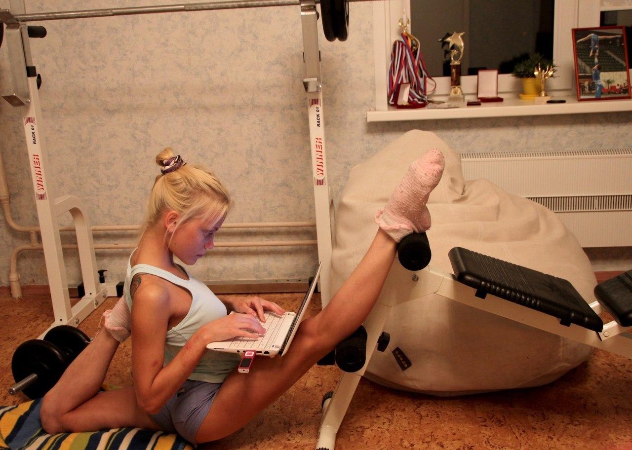 Рисует гибких женщин 19 фотография