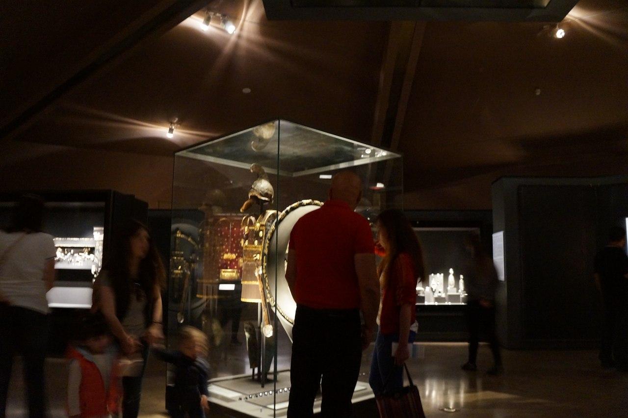 Сокровища Александра Македонского. Эксклюзивные фото Филиппа, захоронения, также, золотой, здесь, Александра, гробницы, комнате, захоронение, месте, Золотой, лежали, Внутри, Кроме, кости, первой, женщины, найден, дворца, ткань