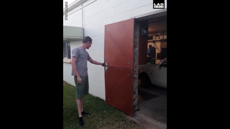 Unique_folding_door