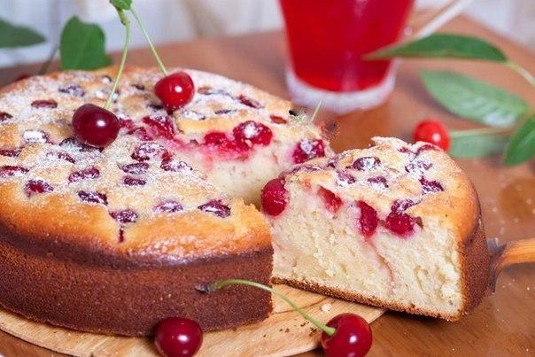 Фото: Простой пирог с вишней на кефире.<br><br>У вас остался стакан кефира, и вы не придумаете как его использовать Предлагаю вам рецепт простого пирога с в