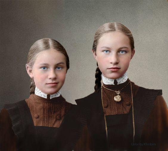 Это было в 1913 году. Одиннадцатилетняя девочка, пансионерка Московской Ржевской гимназии приставала к своему дядюшке с просьбой показать, что у него написано на медальоне, который тот всегда носил с собой на груди.