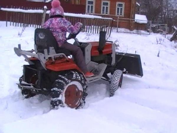 Зимние покатушки с внучкой на даче т 010
