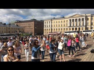 Эспоо 1 лето 2015 Флэшмоб на Сенатской площади в Хельсинки