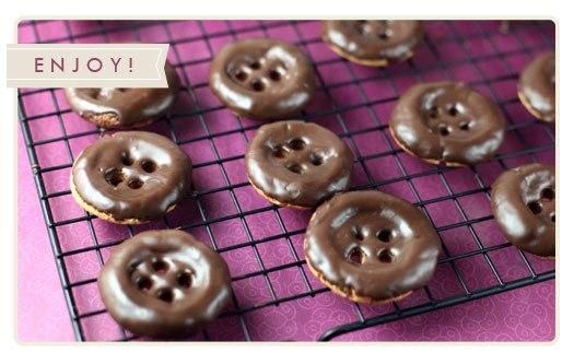Шоколадные печенья-пуговицы.