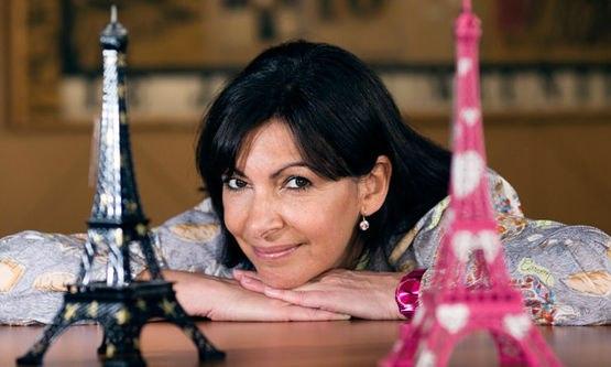 Парижем теперь руководит первая женщина-мэр: в субботу Анн Идальго приступила к исполнению своих обязанностей в качестве мэра французской столицы