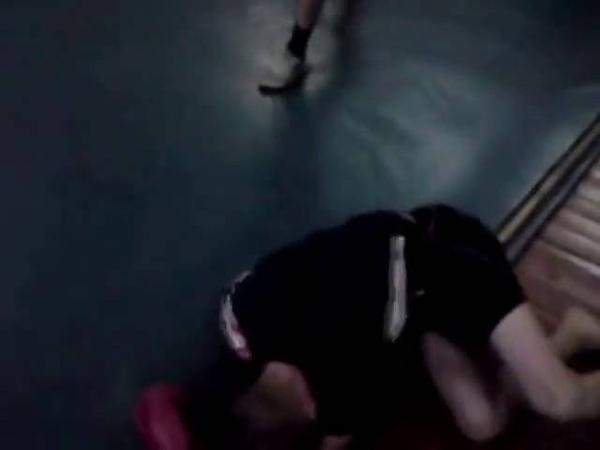 Боксёр наказывает насильников.