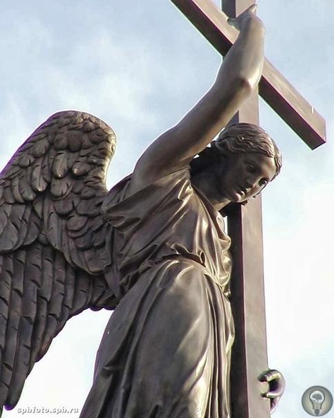 Тайна сооружения Александровской колонны: вопросы остаются
