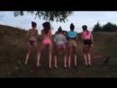 Много школьниц после выпускного раздетые танцуют в трусиках на пляже голые показывают попу