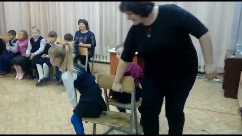 Артемка в школе на чаепитие и поздравление осенних детей с днем рождения