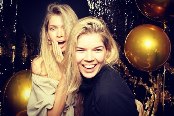 """Vera Brezhneva on Instagram: """"Праздник у девчат) сделали День Рождения @sonyaxkiperman 💃🏼🔥 party 18 И мы с сестрой теперь домой 🚀"""""""