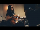 новый сингл Slash ft. Myles Kennedy The Conspirators «Driving Rain»