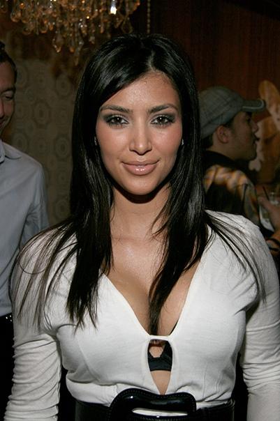 Ким Кардашьян прокомментировала слухи о том, что сделала пластику носа Внешность 38-летней Ким Кардашьян часто вызывает споры в сети, которые сама знаменитость и подогревает. Едва затихла волна
