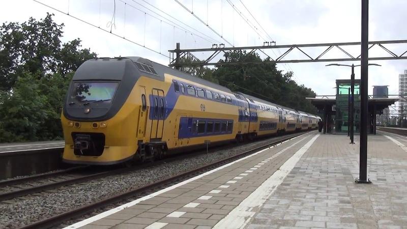 VIRM 8654 vertrekt uit station Den Haag Laan van NOI