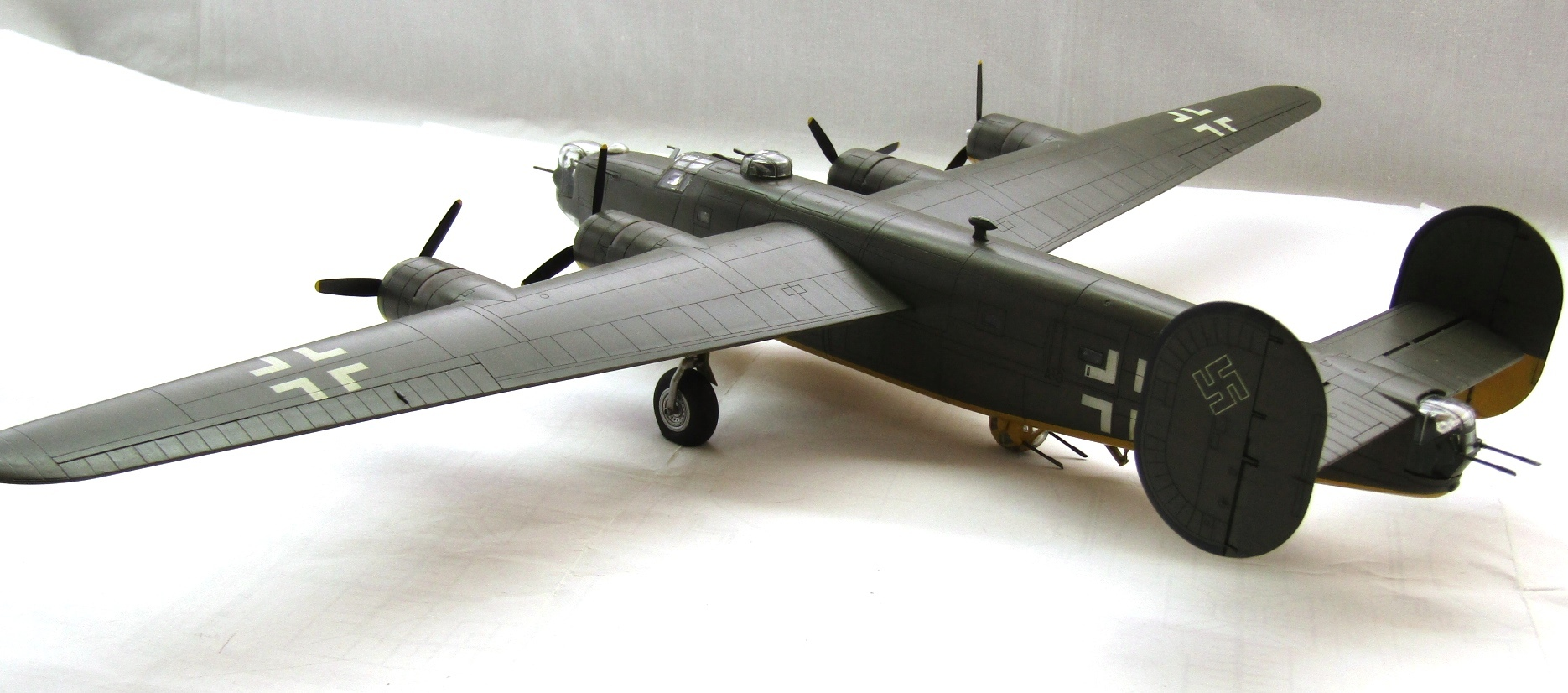 B-24H Liberator 1/72 (Academy) N0f4y7bL85Y