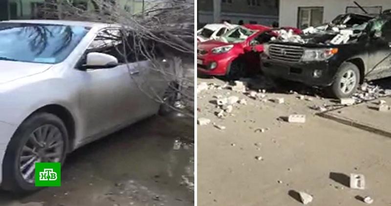 Рухнувшие балконы и поваленные деревья: в Дагестане устраняют последствия урагана