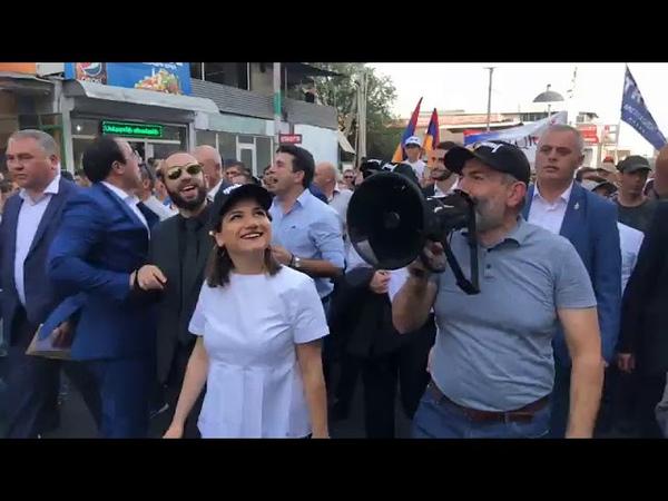 Նիկոլ Փաշինյանը հանրահավաքից առաջ քայլե1408