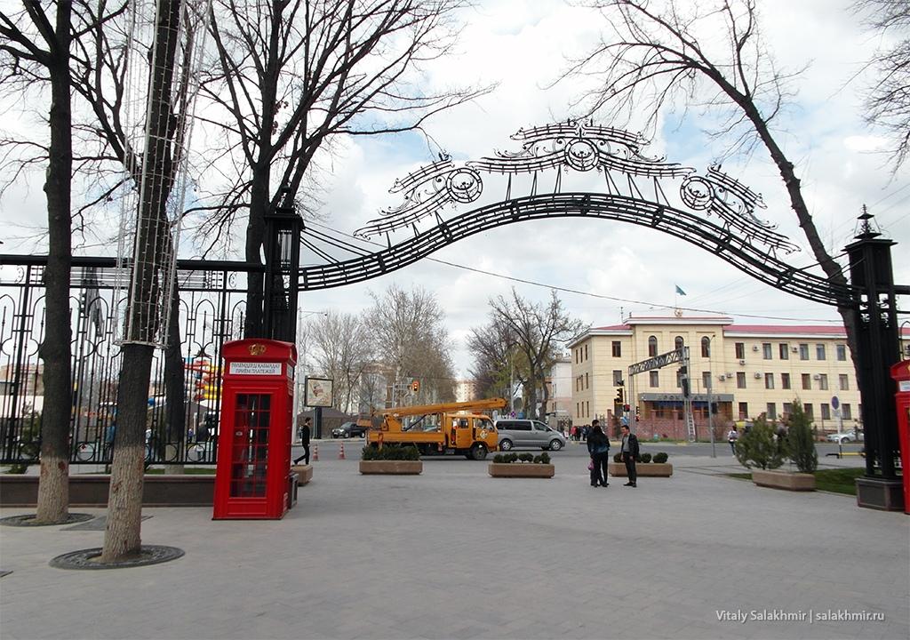 Арка на входе шымкентского арбата, 2019