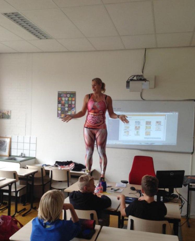 Учитель разделась перед учениками