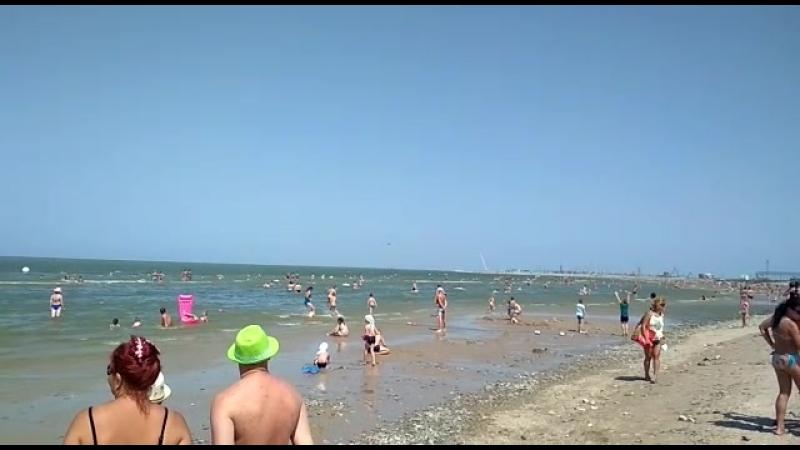 истребители на пляже