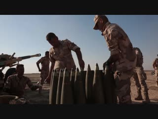 Iraqi soldiers fire artillery rounds iraq