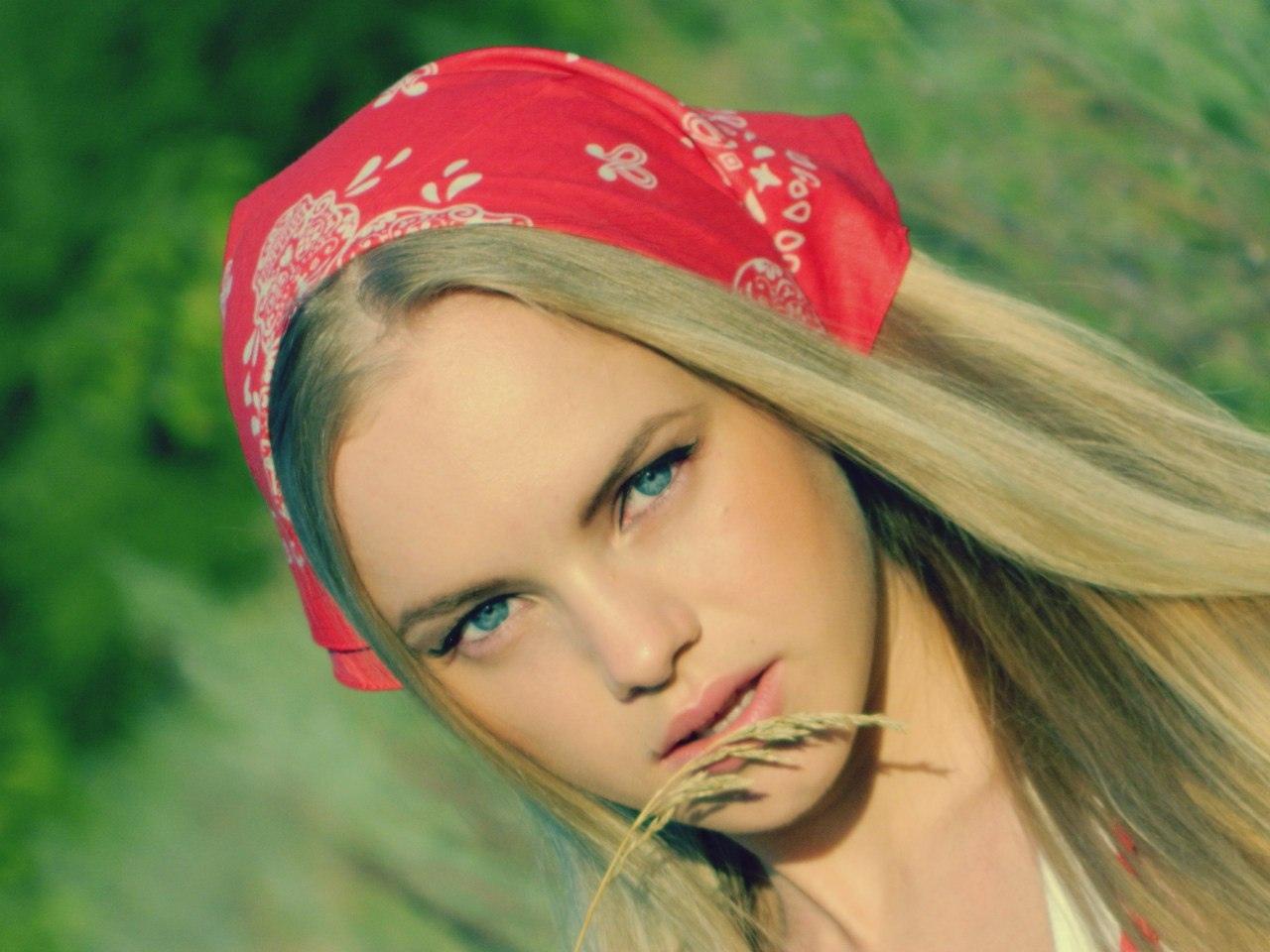 девушка славянской внешности с красивыми грудями этих