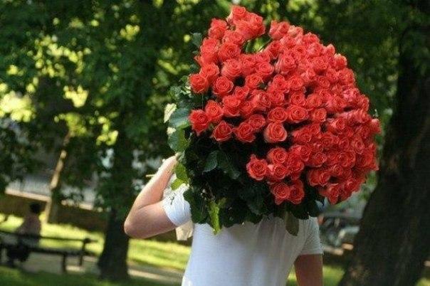 Зачем дарят цветы и где их заказать?