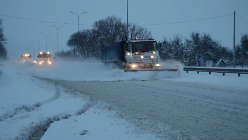 Полтавські рятувальники зі снігових заметів витягли сотні машин