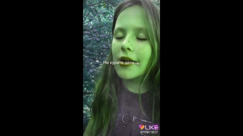 девочка 8лет курит