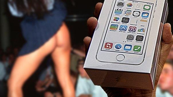 Алчная девушка разделась в клубе за коробку от iPhone