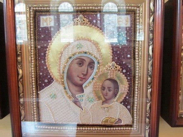 Эта икона Вифлеемской Божьей Матери. Это Единственная икона, где Богородица улыбается. Эта икона Она помогает всем!!!! Разместите у себя на странице, да поможет вам её волшебство!!! (источник: