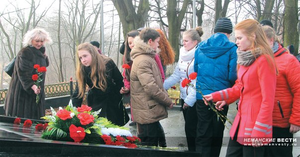 Неманские вести: У памятника героям