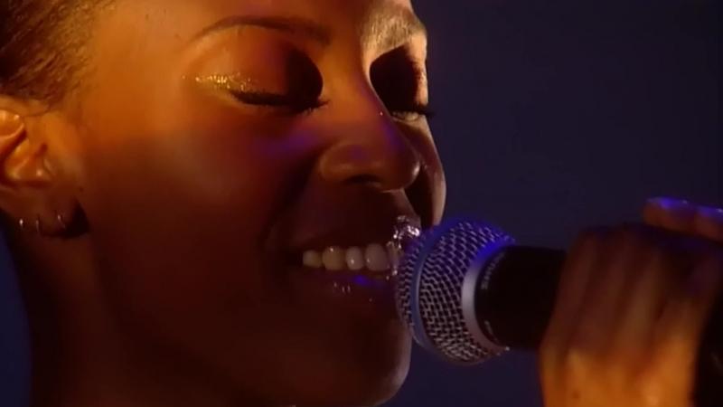 Morcheeba - Undress Me Now (Live In Brixton Academy, London 2002)