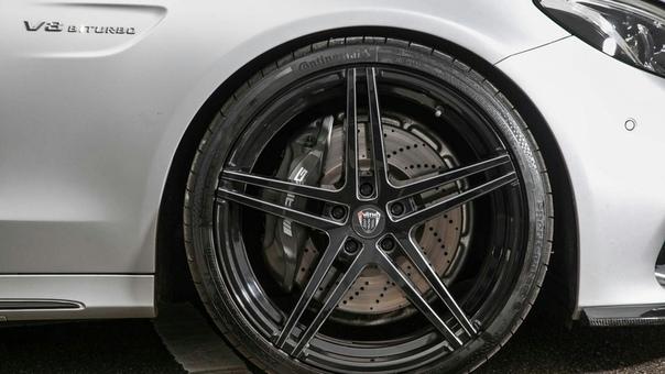 Очень редкие : äth V 63 RS Заряженные сарай Двигатель: 4.0 V8 BiTurbo Мощность: 700 л.с. (190л.с.) Крутящий момент: 900 Нм (200Нм) Трансмиссия: 7G-Tronic Макс. скорость: 340 км/ч (,50 км/ч)