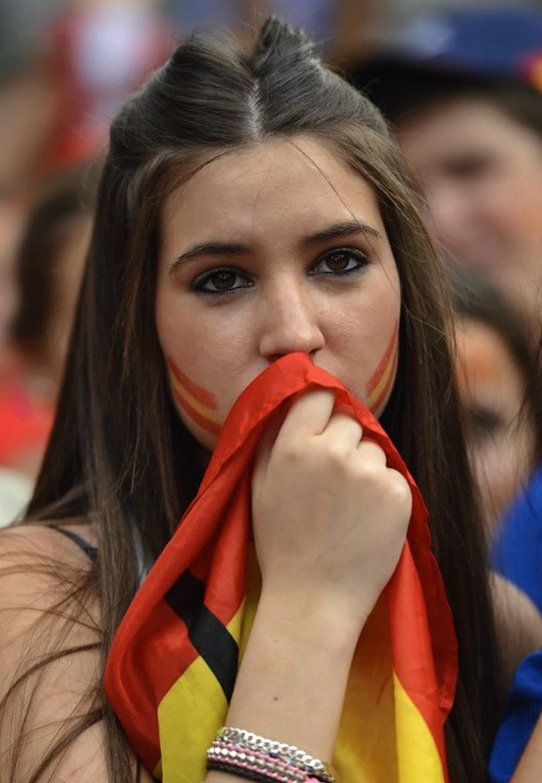 Девушки футбольные болельщицы на Чемпионате Европы 2012, Испания