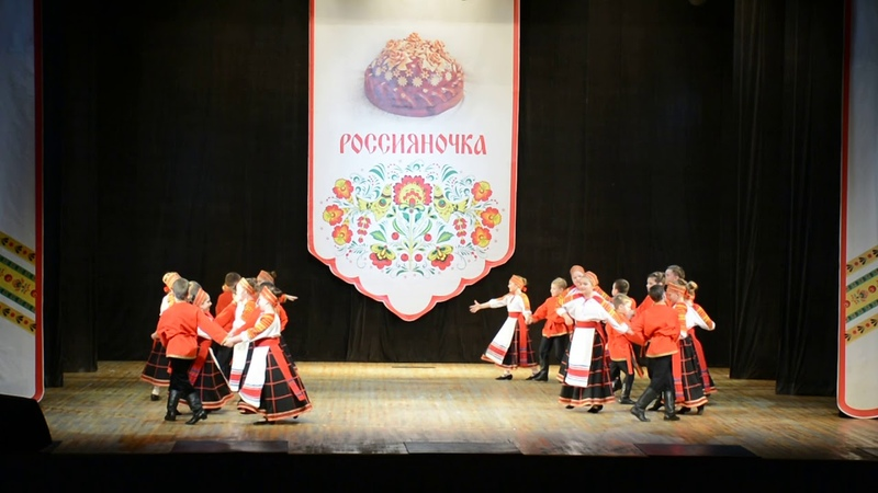 На гулянии спутнк Народного коллектива ансамбля танца Россияночка