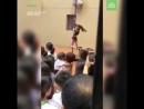 Директор детского сада станцевала на шесте перед воспитанниками