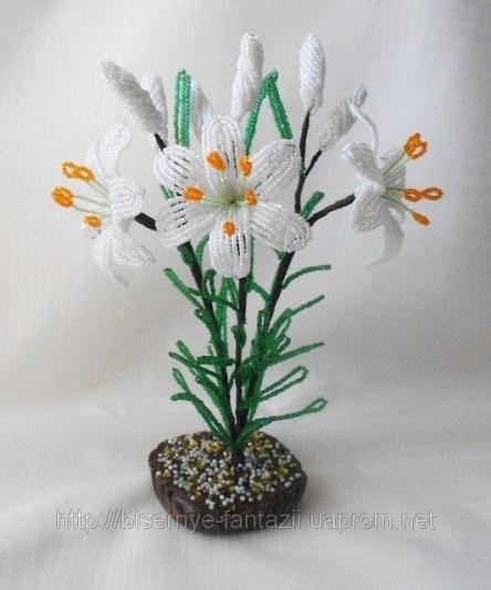 Белые лилии. Материалы: бисер