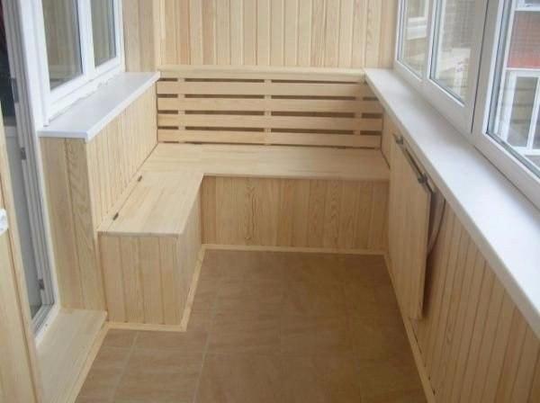 Идея простого обустройства балкона