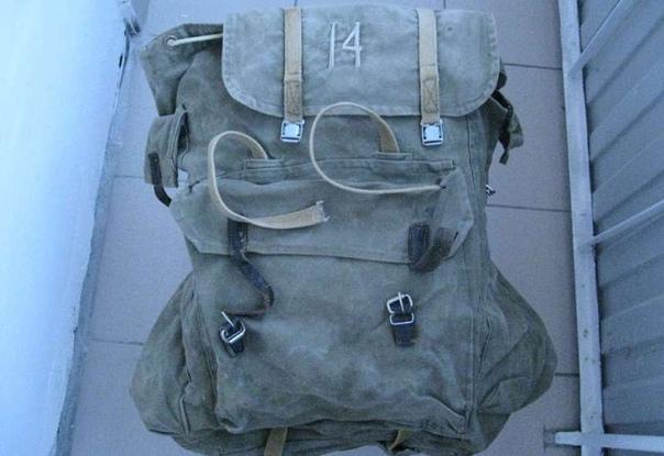 ИСТОРИЯ СОВЕТСКОГО РЮКЗАКА ДЛЯ ТУРИСТОВ Подобно многим другим изобретениям, рюкзаки изначально создавались в военных целях. Их предназначение заключалось в том, чтобы освободить обе руки
