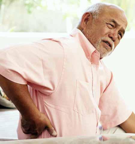 Стресс может вызвать боль в спине и животе у некоторых людей.