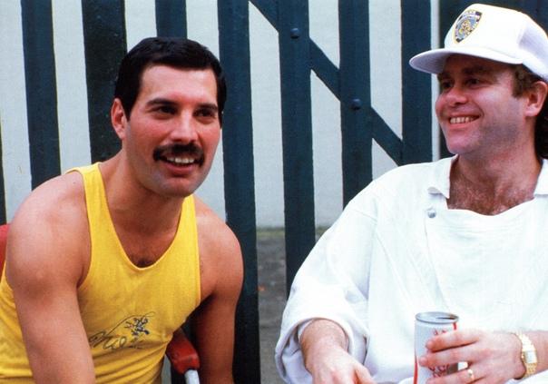 «Он был невероятно щедрым»: Элтон Джон рассказал о последнем подарке Фредди Меркьюри Фредди Меркьюри был выдающимся музыкантом и вокалистом, который своими выступлениями с группой Queen