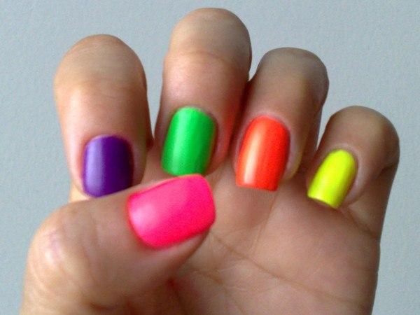 Ногти ярких цветов 93