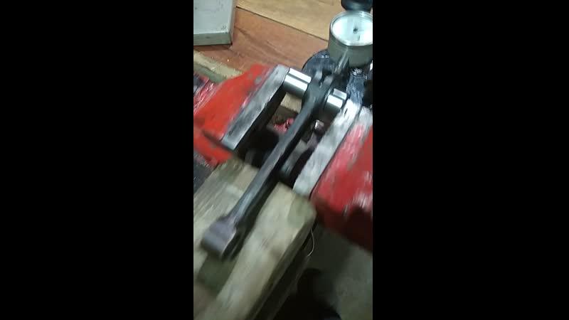 Проверка шатуна на радиальный люфт(допуск 6 соток)