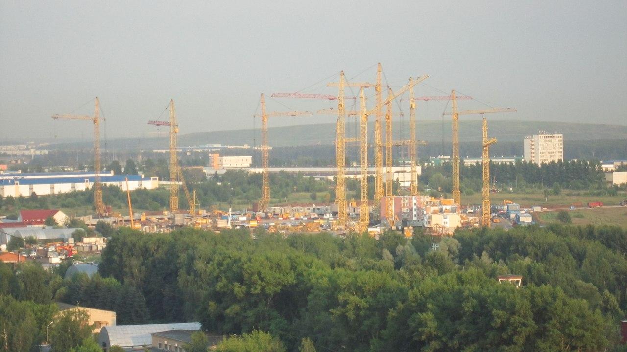 Стройка 7-ми жилых корпусов на поле напротив ул. Авиаторов