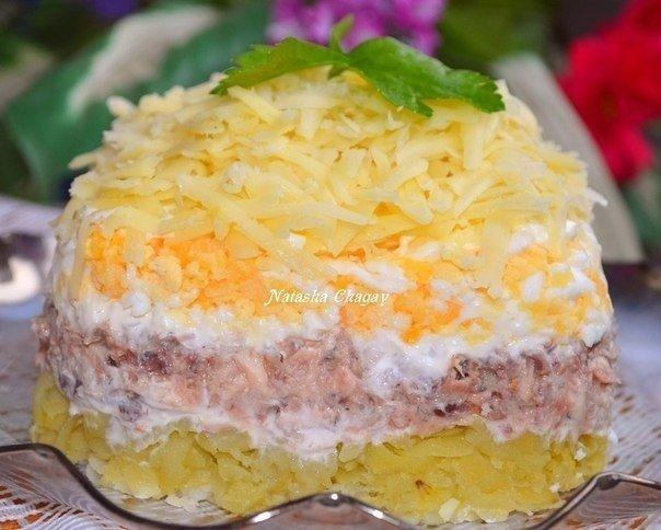 Салат с консервированной рыбкой Автор: Наташа Чагай  Слоями снизу вверх: картошка...